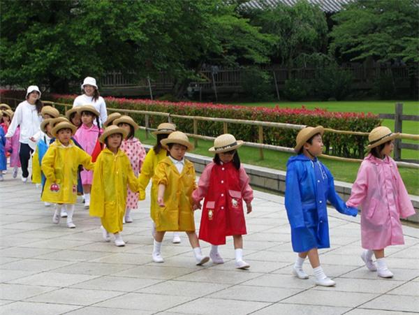 Chiều cao của trẻ em Nhật Bản cao hơn thế hệ ông cha khá nhiều