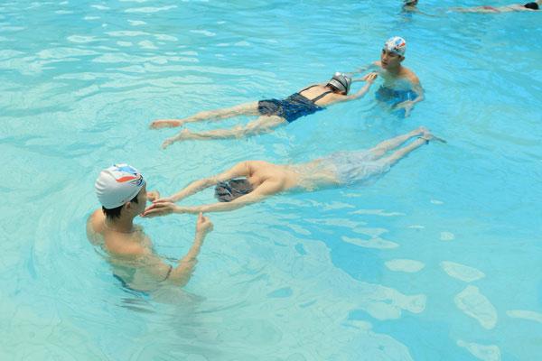 Bơi ếch hỗ trợ phát triển chiều cao hiệu quả