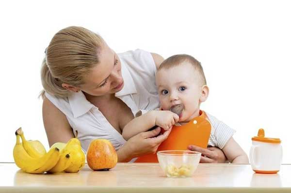 Cung cấp đầy đủ chất dinh dưỡng cho trẻ