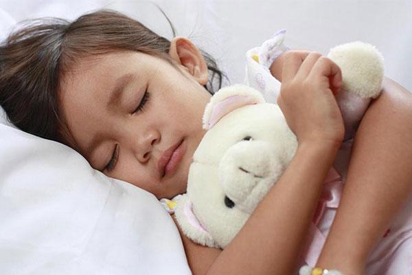 Giấc ngủ có vai trò quan trọng đối với sự phát triển chiều cao của trẻ