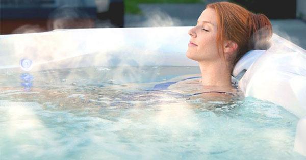 Tắm nước ấm trước khi ngủ giúp ngủ ngon giấc hơn